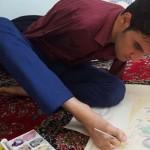 آثار بدیع هنرمند بدون دست آذربایجانی/ وقتی دل و پا یکی میشود