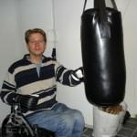 کیسه مشت زنی با قابلیت تنظیم ارتفاع برای افراد نخاعی