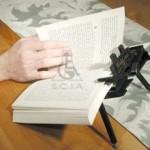 نگهدارنده کتاب برای مطالعه افراد تتراپلژی