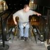 استفاده از پله برقی با ویلچر ساده